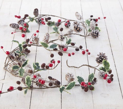 Snowy Red Berry Garland